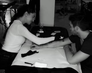 Belen Rodriguez diventa tatuatrice per amore