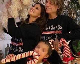Laura Pausini pazza per il Natale: guarda
