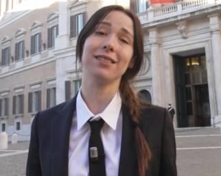 Aurora Ramazzotti diventa una 'iena'