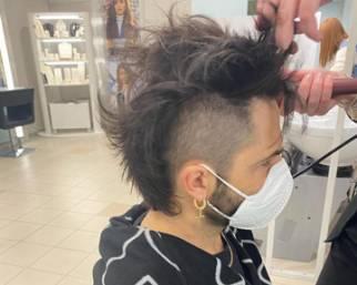Marco Bocci si taglia i capelli come vuole la moglie