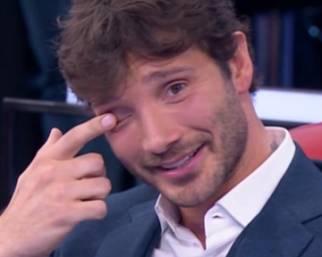 Stefano De Martino imbarazzato su Belen