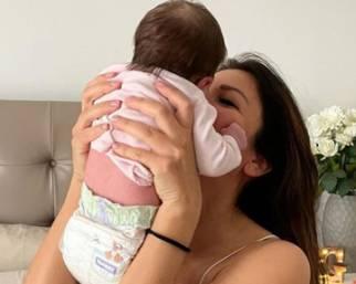 Alessia Ventura, primo mese da mamma