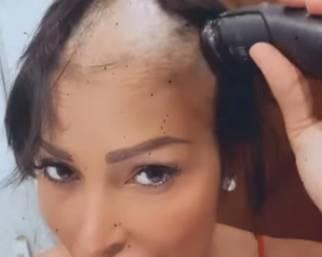 Carolina Marconi si rasa tutti i capelli da sola