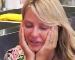 Manila Nazzaro in lacrime al GF Vip